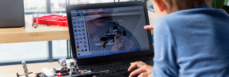 次世代の人材のために、技術教育支援の展開